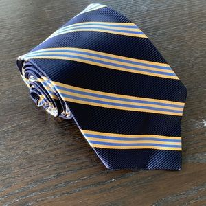 Brooks Brothers Accessories - Beautiful Brooks Brothers Stain Resistant Silk Tie